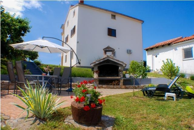 Romantic House with Garden View near Poreč, holiday rental in Zikovici