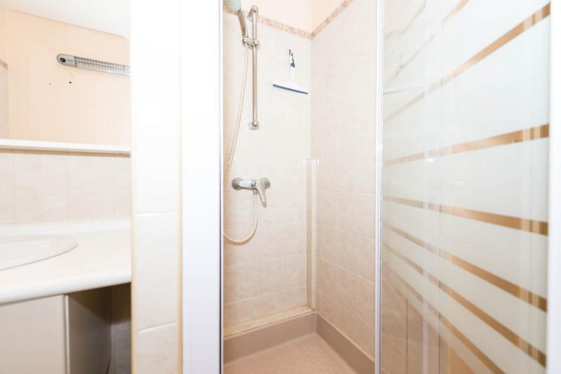 Salle d'eau ( cabine de douche 800x800 )
