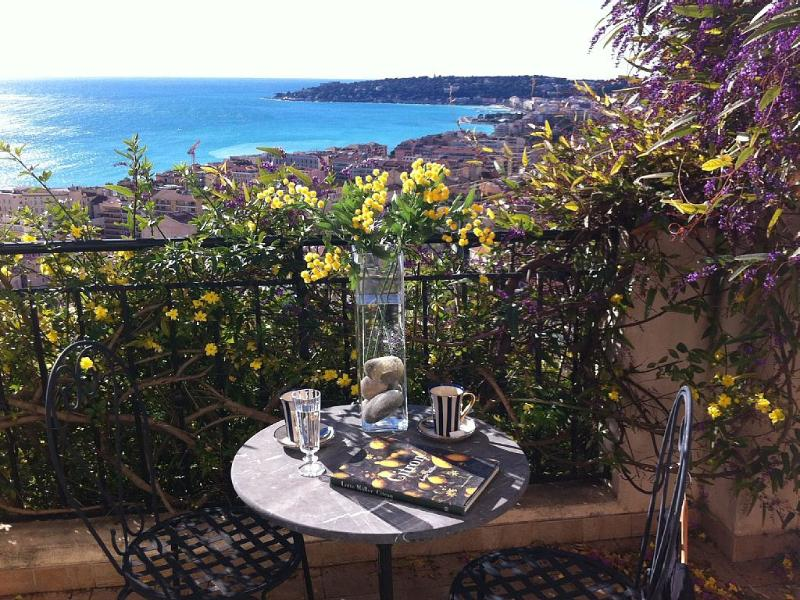 MENTON, LUXURY VILLA WITH STUNNING SEA VIEW, vacation rental in Peille