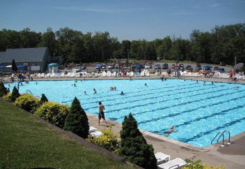 Eagle Lake 1-BR Vacation Summer Home, holiday rental in Scranton