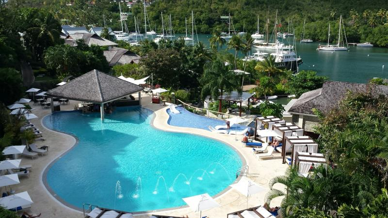 Two bedroom apartment in the heart of Marigot Bay, aluguéis de temporada em Marigot Bay