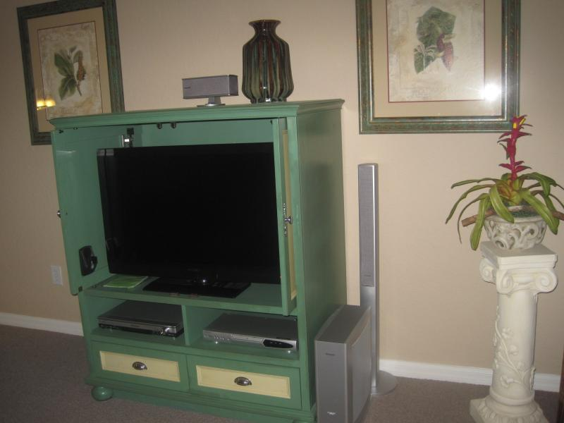 Entertainment center, TV-DVD-Secured WIFI-Surround Sound
