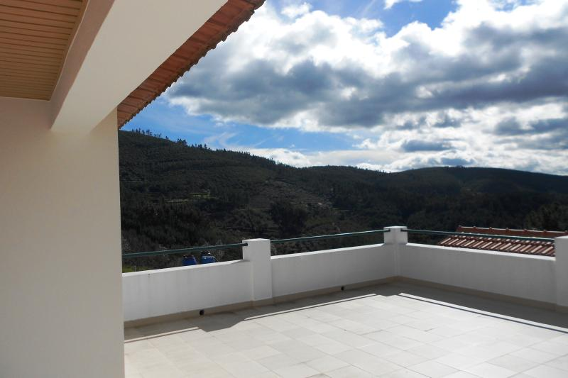 Mountain View Villa, holiday rental in Alvaiade