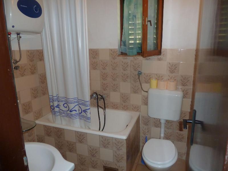 A1 (4 + 1) prizemlje: baño con inodoro