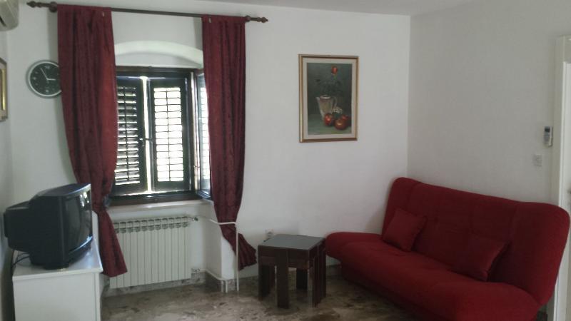 A3 Crveni(2+2): living room