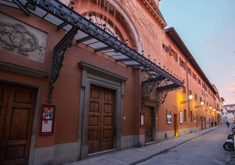 exterior ('La Pergola' Theatre)