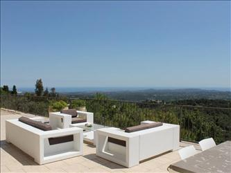 The Villa is excellent situated overlooking the valleys below and the Mediteranean Cote d'Azur.