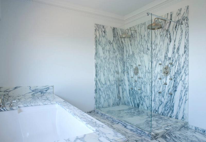 Double rain shower and double bathtub