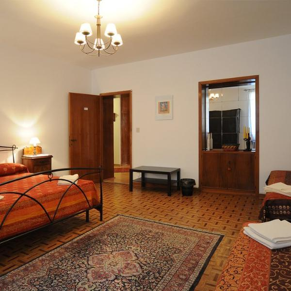 The DAMASCUS room can accommodate up to 4 people, 1 double bed + 2 singles