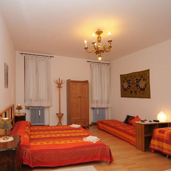 Marrakesch-Saal kann bis zu 3 Personen, 1 Doppelbett + 1 Einzelbett aufnehmen.