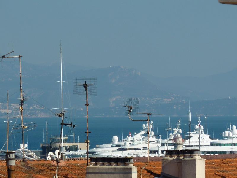 Vue sur la mer en direction de Nice