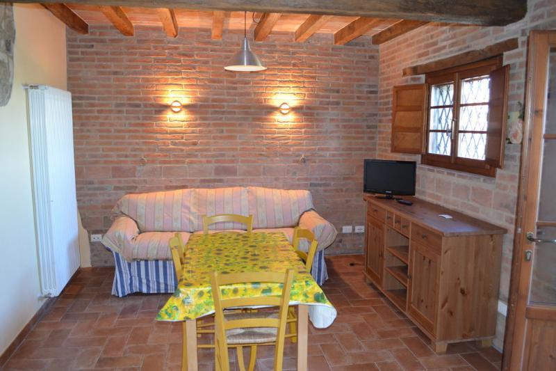 Appartamento lo Stallino dell'Agriturismo 'Il Vecchio Borgo', vacation rental in Baiso
