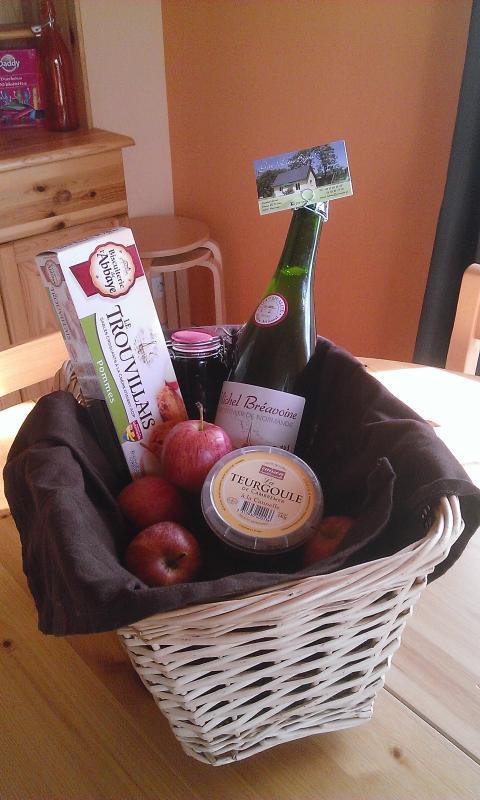 Notre panier d'accueil pour vous souhaiter 'bienvenue chez vous' avec des produits locaux