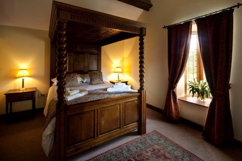 Beeches four poster bed
