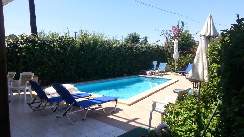 Marianna apartments 2 bedrooms maisonette, holiday rental in Almyrida