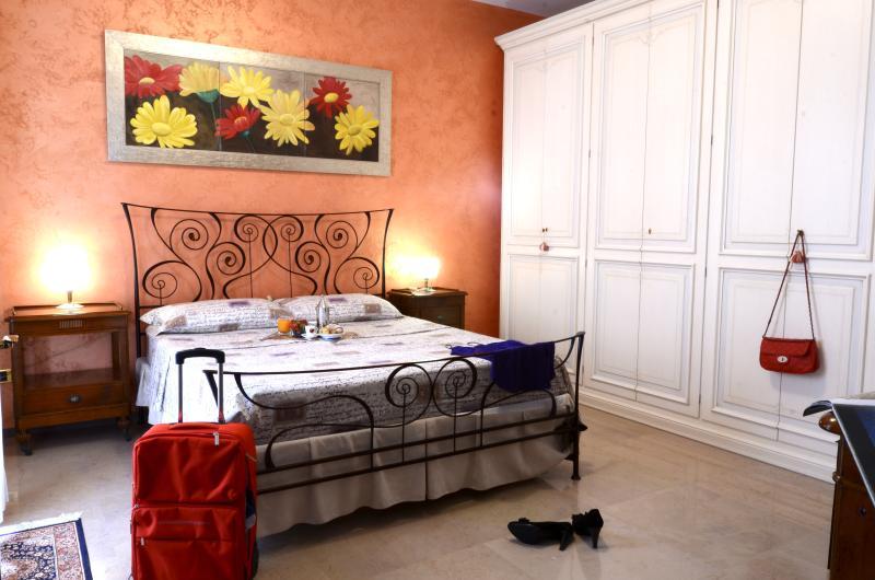 Autentico e confortevole B&B casakarina, vacation rental in Montesano Salentino