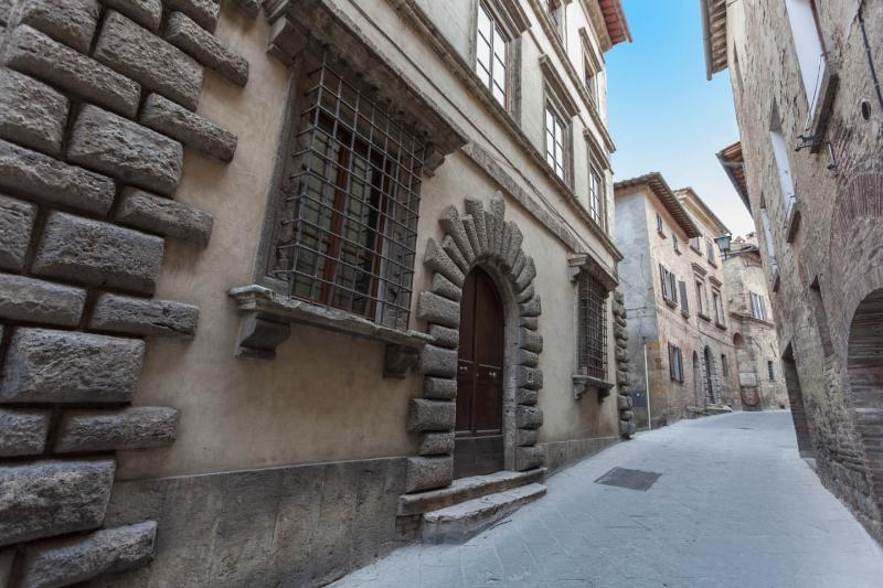 Holiday Apartment in historical palace. Gemma, holiday rental in Montepulciano