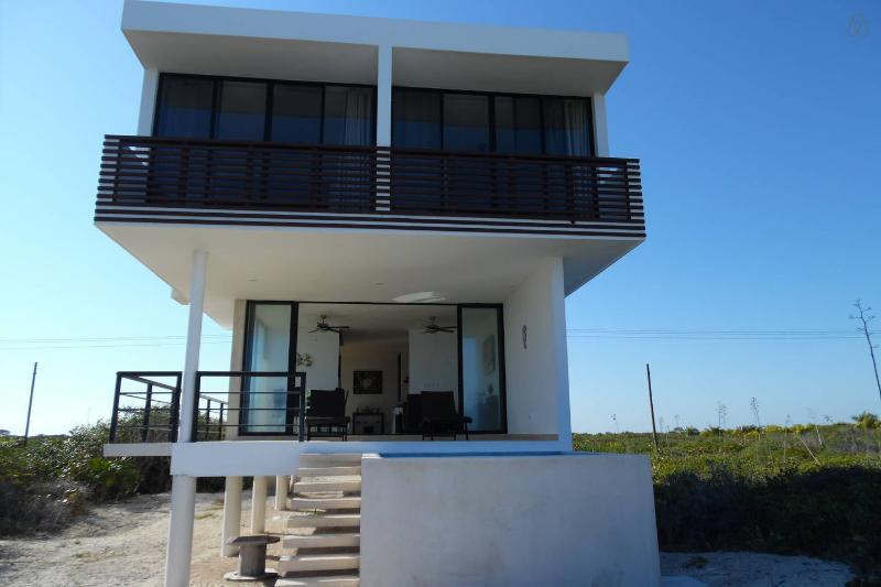 Beach front house chicxulub Yucatan, holiday rental in San Crisanto