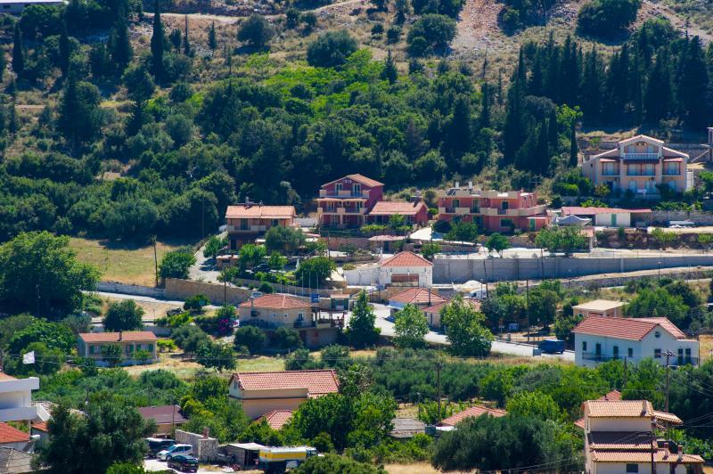 MINA'S APARTMENTS / STUDIO 2 GUESTS (B & B), vacation rental in Divarata