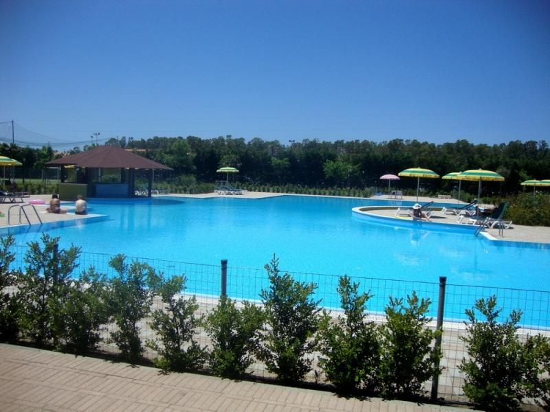 Pizzo Beach Club with large swimming pool, free loungers and water slide