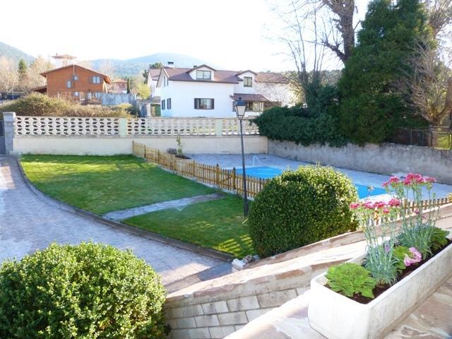 Jardin principal , con piscina, solarium, barbacoa,...