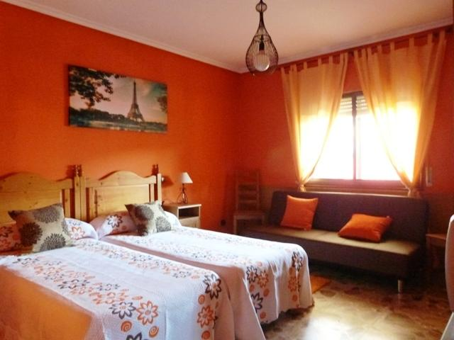 'Peña Aguila' habitacion con dos camas unidas de 90cm y sofa-cama de 105cm
