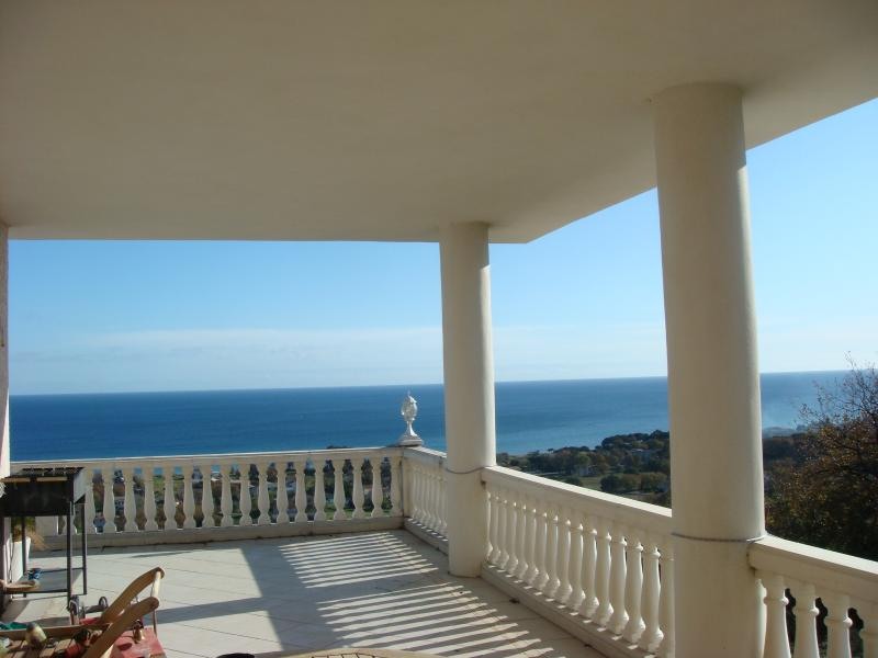 terrasse vue imprenable sur la mer