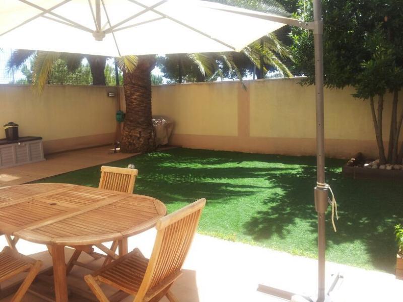 CHALET PRECIOSO ENTRE PLAYA Y CIUDAD, holiday rental in Grau de Gandia