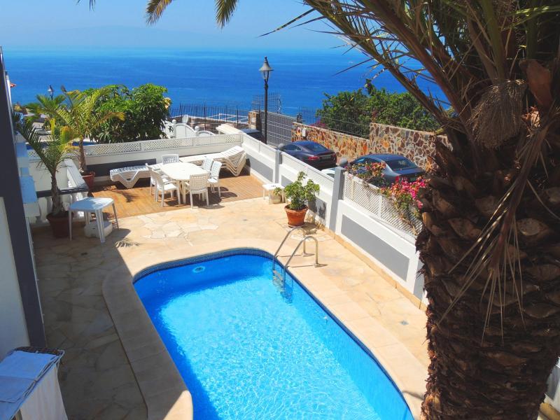 Panoramic Sea Views, Amazing Location, Heated Private Pool, WiFi, UKTV, alquiler de vacaciones en Santiago del Teide