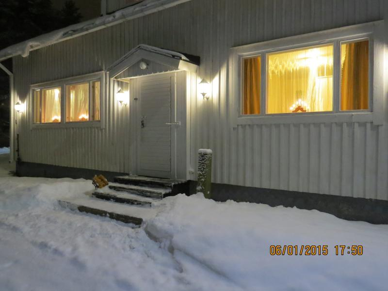 Half a house w/your own entrance, 60m2, free wi-fi, location de vacances à Keminmaa