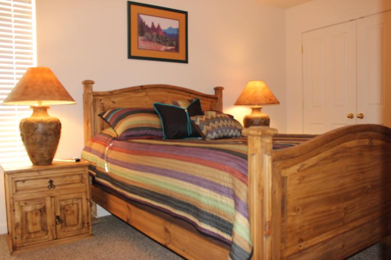 Enjoy this lovely rustic queen bed with large closet, flat screen TV, and 5-drawer dresser.