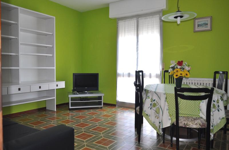Appartamento ammobiliato, vacation rental in Fano