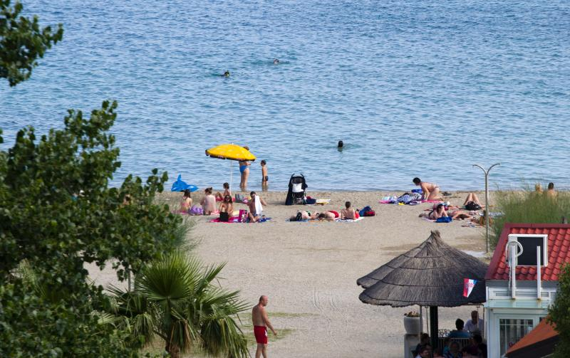 Belle plage de sable à 50 mètres de l'appartement