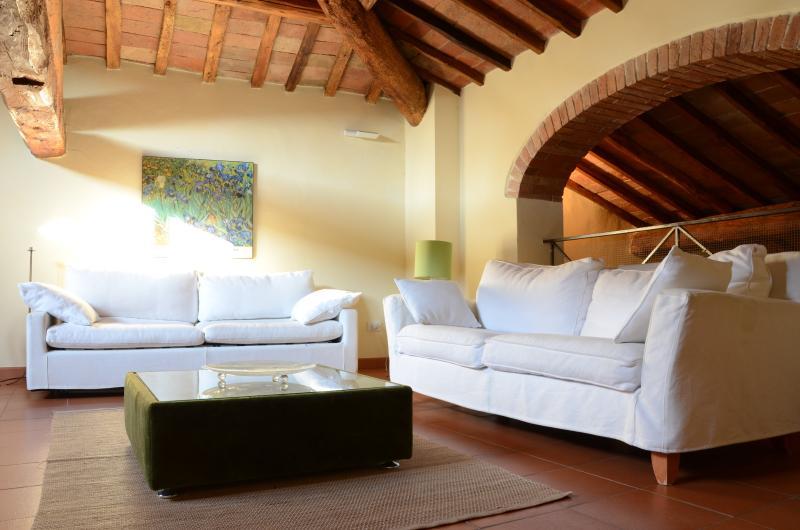 Poppiano Hill nel Chianti WiFi, holiday rental in San Pancrazio