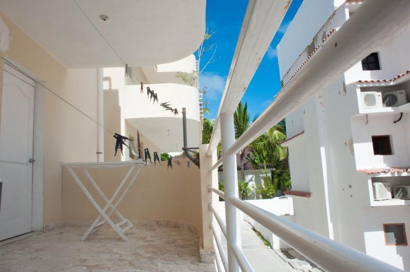 balcón en la parte posterior, con area de lavado