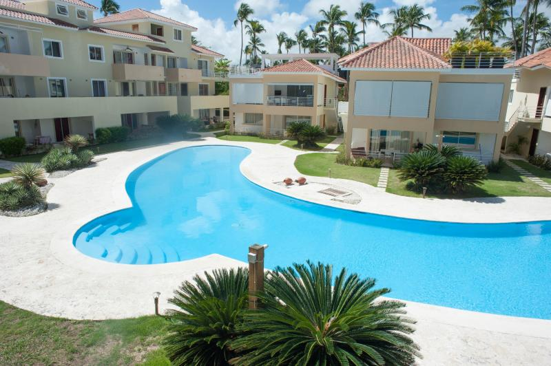 Los Corales Beach condo, 2B/2B, 2 min from the beach, vacation rental in Bavaro