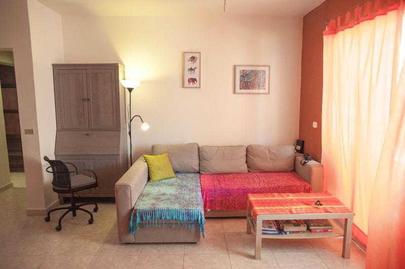 Living comedor con cómodo sofá cama