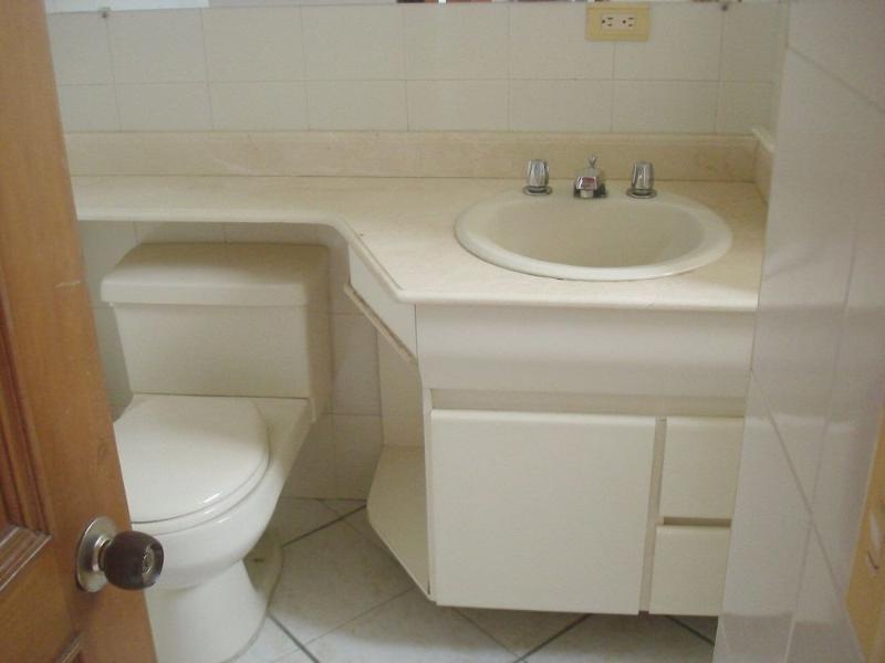 Baño privado con ventana - Private bathroom with window