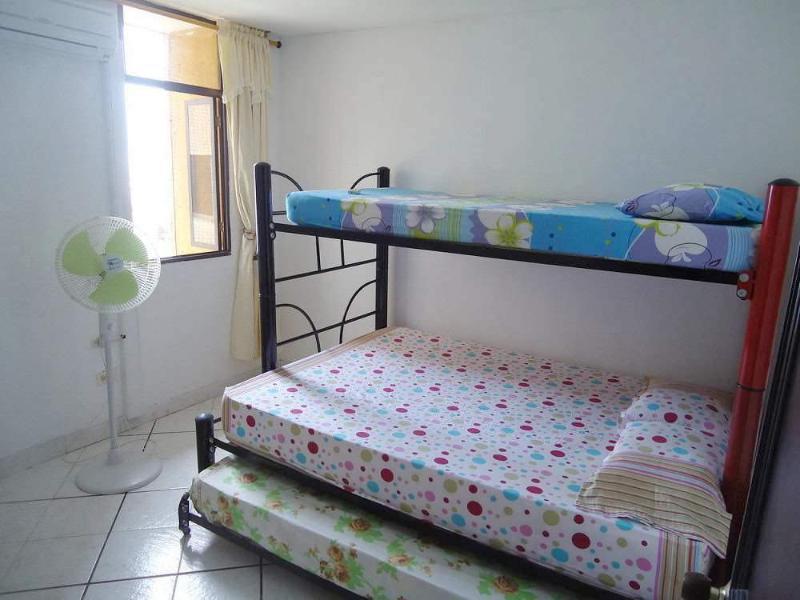 Alcoba con camarotes y vista al mar - Bedroom with bunk beds and sea view