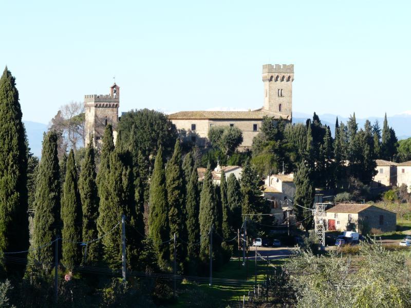 Castello di Poppiano a soli 600 metri