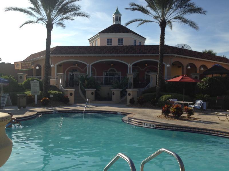 piscine principale, chauffée toute l'année