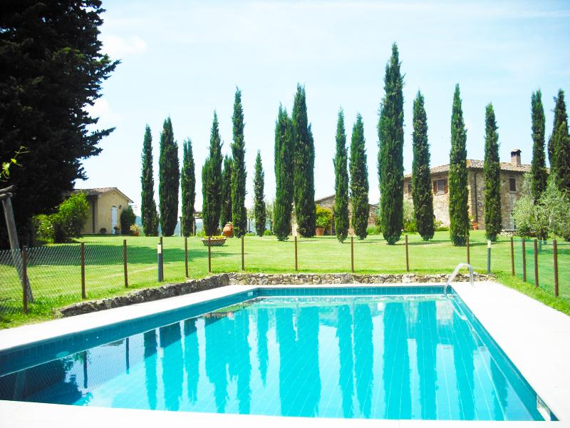 Casale  con piscina in splendida collina toscana, holiday rental in Citerna