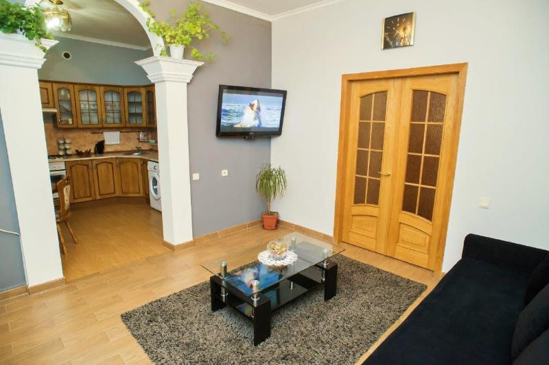 Luxury 3-Room Apartment in the Center, vacation rental in Chisinau