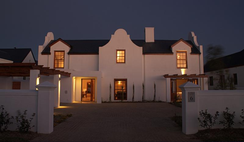 Cape Style Villa in Wine Estate, holiday rental in Somerset West