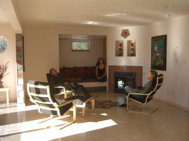 Conversación en la gran sala de relajación