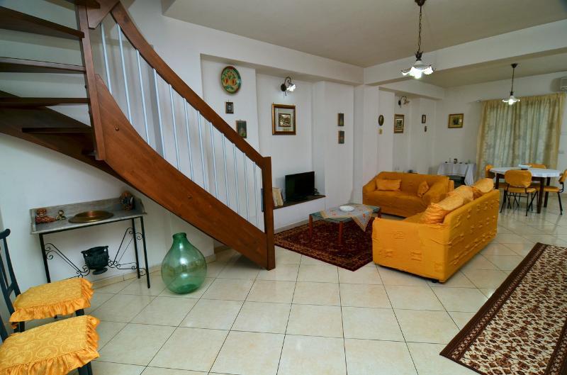 Casa Greco: location perfetta, vacation rental in Francavilla di Sicilia