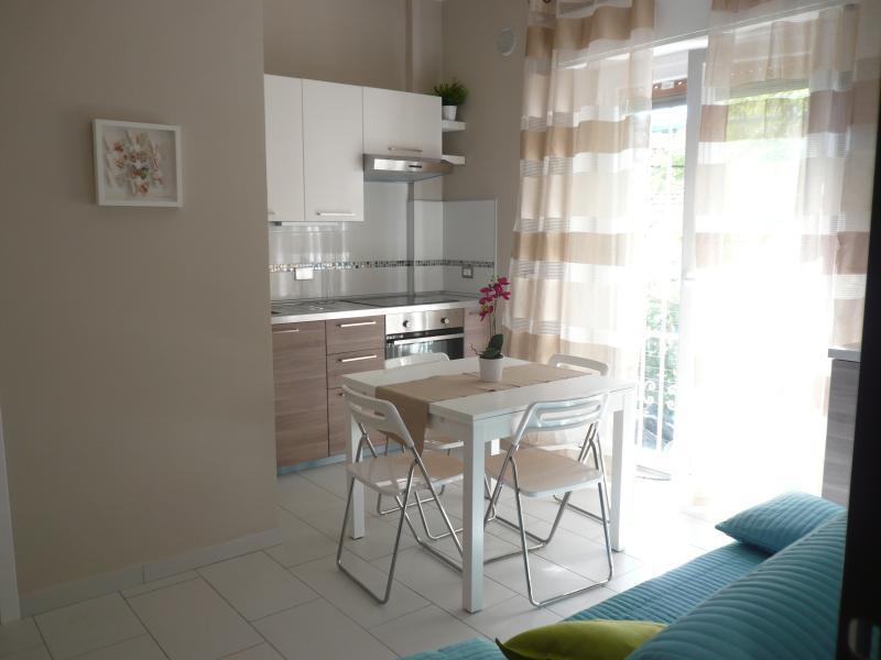 Porto Maurizio: Nuovissimo Bilocale a Borgo Marina, holiday rental in Imperia