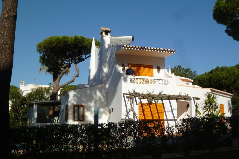 Villa with swiming pool-vilamoura algarve portugal - L. Lodg. Certific 39830AL, location de vacances à Ferreira do Zezere