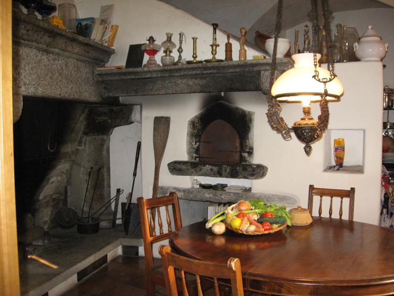 PATRIZIERHAUS 'CASA AL POZZO', am Badefluss, casa vacanza a Lago Maggiore