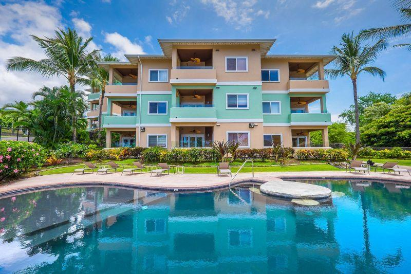 Fabulous Ocean Views! 2005 Built 3-Bed at Kahaluu, alquiler de vacaciones en Kailua-Kona